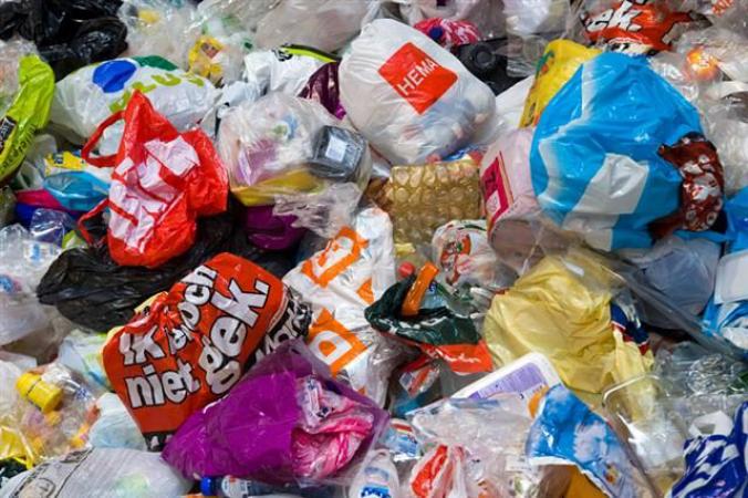 64748 plastic afval