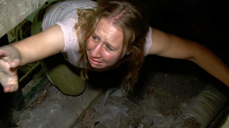 Lina vlucht uit de kelder