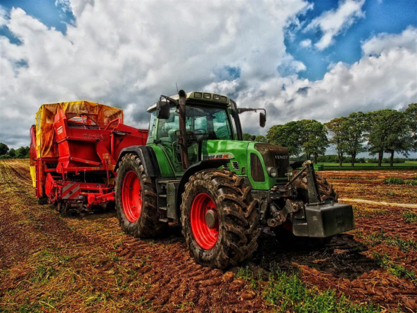 464285 tractor 385681 1920 1