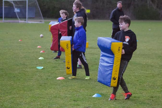 Rugbyclub dragons laat kinderen proeven van rugby joost collet