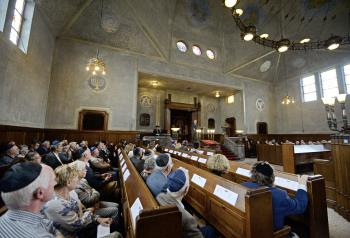 De Mauthausenherdenking in de synagoge Foto: Annina Romita