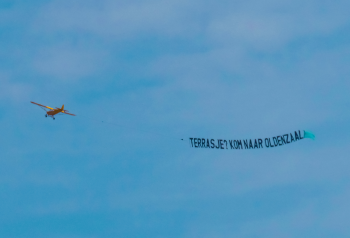 Vliegtuig Oldenzaal Promotie terrassen News United Dennis Bakker