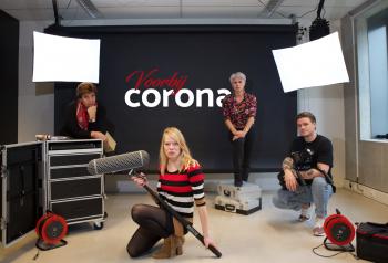 Groepsfoto voorbij Corona